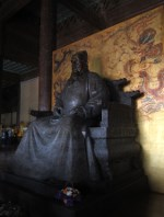 Modern statue of the Yongle Emperor.