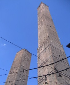 The two towers: Torre Garisenda and Torre Asinelli