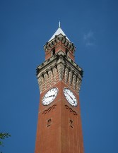 The university's clock tower (strong echo of Siena).