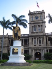 Aliiolani Hale, once the parliament and now the supreme court of Hawaii, with the statue of King Kamehameha I