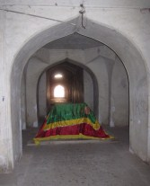 Tomb of Muhammad Quli Qutb Shah (in the 'crypt').