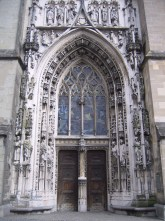 The west door of the cathedral.