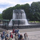 The fountain and bridge, covered in sculptures