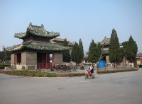 Approaching the Cemetery Of Confucius.