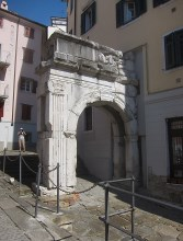 The Arch Of Riccardo (said to be named after Richard The Lionheart's entry into the city from the Holy Land)